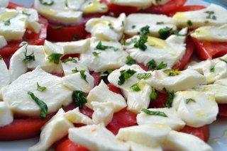 Receta de ensalada de tomate con queso mozzarella