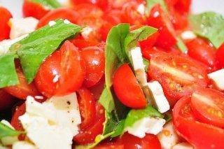 Receta de ensalada de tomate y albahaca