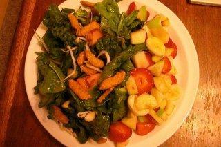 Receta de ensalada verde con fresas, plátano y manzana