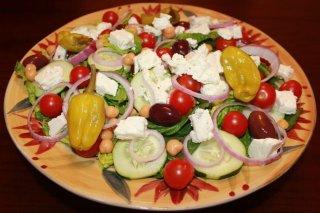 Receta de ensalada griega con garbanzos