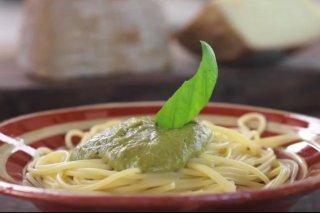 Receta de espaguetis al pesto de pecorino