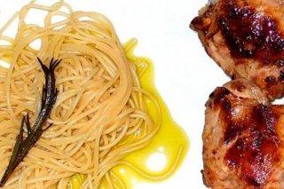 Receta de espaguetis al romero y contramuslos de pollo al limón