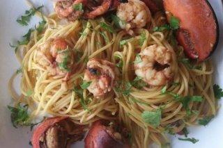 Receta de espaguetis con bogavante y gambones