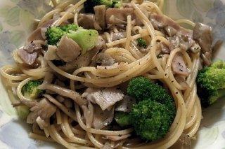 Receta de espaguetis con brócoli y bacón