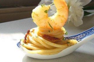 Receta de espaguetis con gambas y bacón
