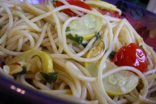 Receta de espaguetis con guindilla y tomates cherry