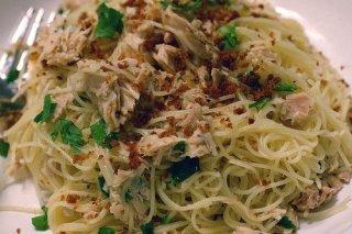 Receta de espaguetis de arroz con atún