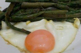 Receta de espárragos trigueros con huevo