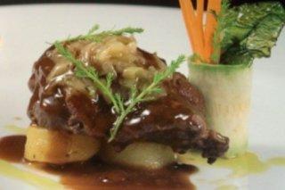 Receta de estofado de cerdo con vino tinto y verduras