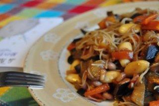 Receta de fideos chinos con verduras y salsa de soja