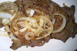 Receta de filetes con patatas doradas y ensalada de brócoli