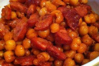 Receta de garbanzos con salsa de tomate