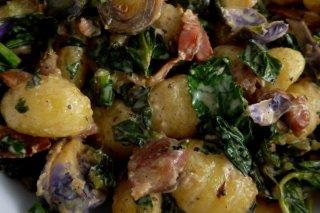 Receta de gnocchi con verduras y bacon