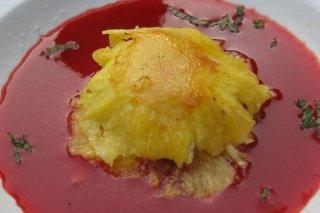 Receta de gratinado de patatas con gazpacho de fresas