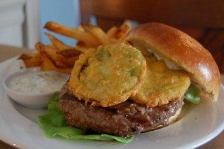 Receta de hamburguesa de ternera con berenjena frita