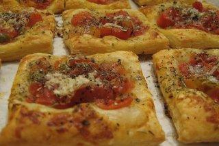 Receta de hojaldres de jamón y tomate