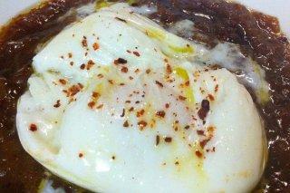 Receta de huevos a la vinagreta con cebolla caramelizada