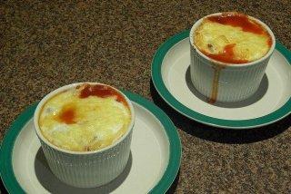 Receta de huevos al plato con chorizo y bacon