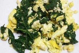 Receta de huevos revueltos con espinacas