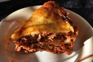Receta de lasaña de cerdo y pollo con salsa de tomate