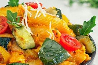 Receta de macarrones con verduras al parmesano