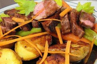 Receta de magret de pato con patatas al horno