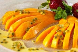 Receta de mango y fresas con crema de maracuyá