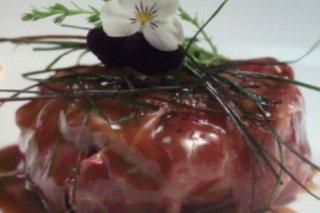 Receta de manitas de cerdo con jamón ibérico