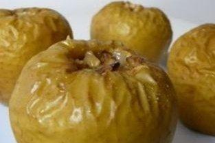 Receta de manzanas asadas con frutos secos y frutas rojas