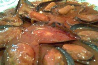 Receta de mejillones en salsa roja