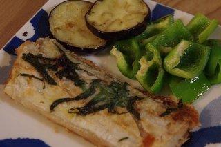 Receta de merluza con berenjena y pimiento verde