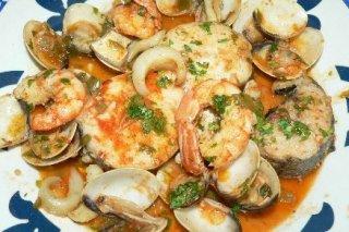 Receta de merluza en salsa de marisco
