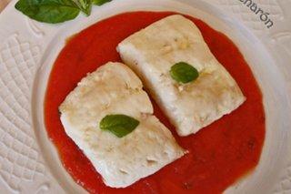 Receta de merluza en salsa de tomate a la albahaca