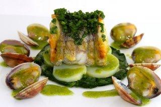 Receta de merluza en salsa verde con almejas