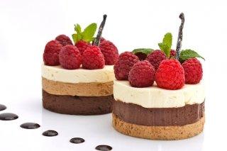 Receta de mousse tres chocolates con frutos rojos
