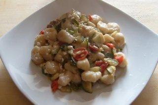 Receta de ñoquis con salsa de verduras y castañas