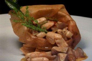 Receta de oreja de cerdo con potaje de alubias blancas