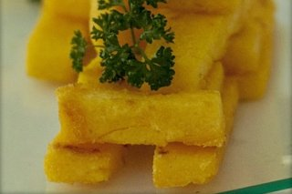 Receta de palitos de polenta con salsa gorgonzola