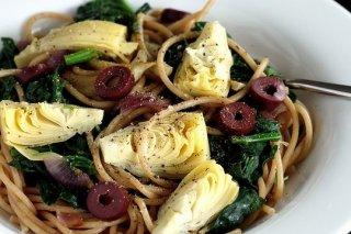 Receta de pasta con espinacas y alcachofas