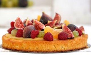 Receta de pastel de fruta fresca y crema