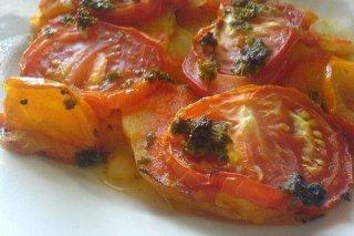 Receta de patatas asadas con tomates