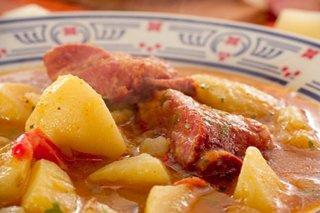 Receta de patatas con costillas adobadas