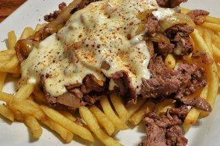 Receta de patatas fritas con carne y queso