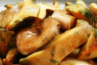 Receta de patatas guisadas con níscalos