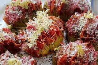 Receta de patatas hasselback con jamón y queso