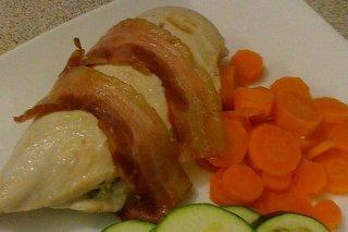 Receta de pechuga de pollo con bacón y verduras