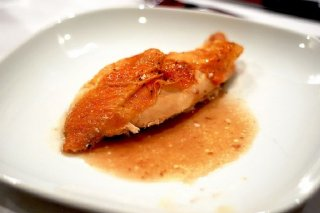 Receta de pechugas de pollo frito en salsa negra