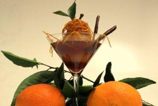 Receta de peras en salsa de cava rosado y hebras confitadas de naranja