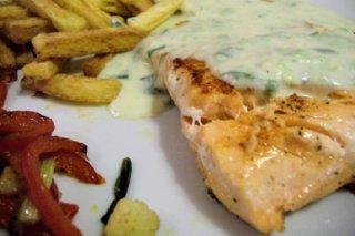 Receta de pescado empapelado en salsa verde