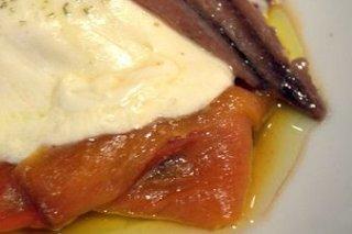 Receta de pimientos asados con queso y anchoas